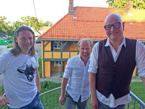 Med seg i trioen har Frode Alnæs to av Norges dyktigste musikere: Per Mathisen (bass) og Rune Arnesen (trommer).